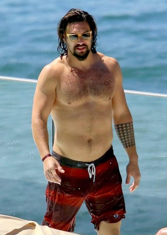 Jason Momoa O Khal Drogo E Futuro Aquaman Curte Praia No