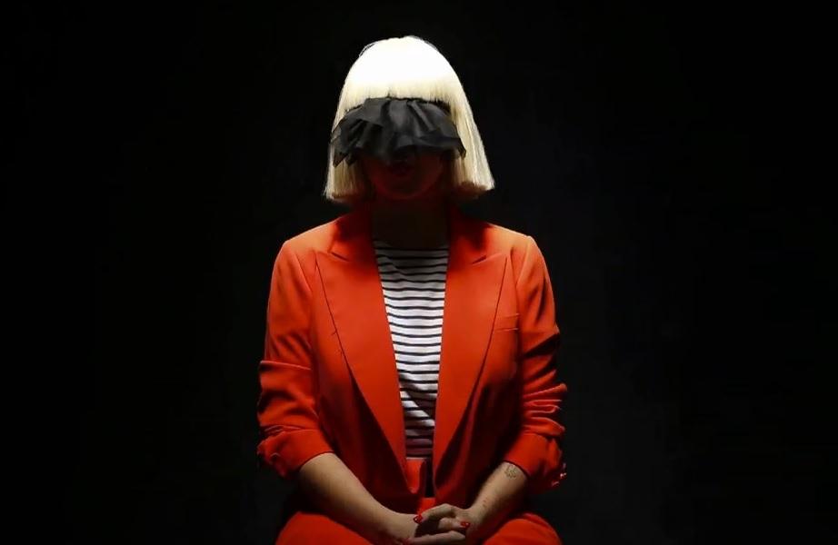 """Ouça """"Salted Wound"""", a música da Sia para a trilha sonora de """"50 Tons de Cinza"""""""