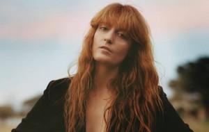 """Florence + the Machine lança as faixas """"Delilah"""" e """"How Big, How Blue, How Beautiful"""""""
