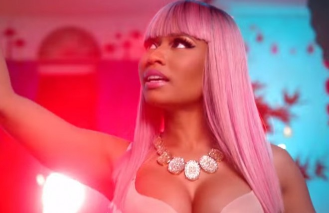 nicki minaj the night is still yung clipe