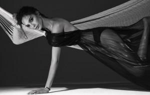 Gal Gadot, a nova Mulher-Maravilha, toda sensual em ensaio da revista Interview