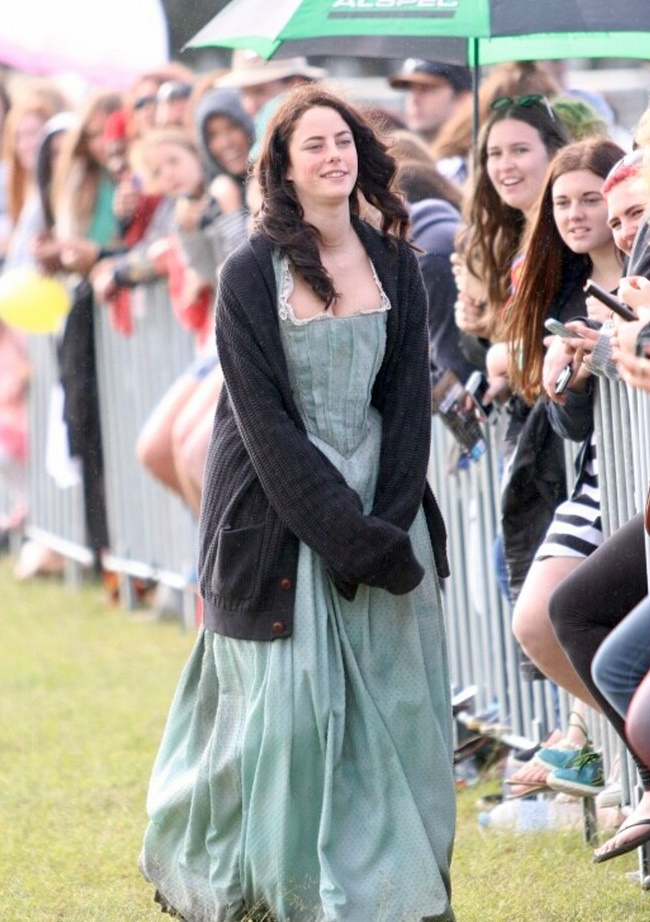 July 8, 2015: Kaya Scodelario greeting fans while on the set of 'Pirates of the Caribbean: Dead Men Tell No Tales' in Brisbane, Australia.  Mandatory Credit: INFphoto.com Ref:infausy-28/37