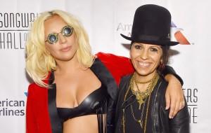 """Linda Perry diz que Lady Gaga não compôs """"Til It Happens To You"""": """"ela reescreveu uma linha"""""""