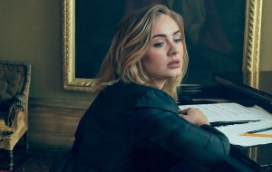"""Adele estampa capa da Vogue e confessa que é fã de Bruno Mars: """"Ele pode fazer de tudo"""""""