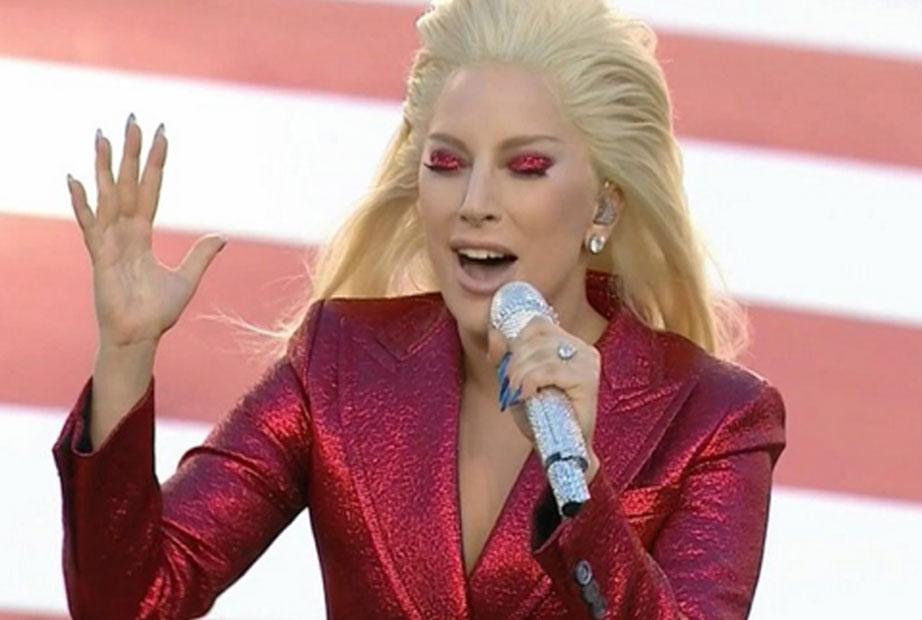 Super Bowl: Lady Gaga faz apresentação arrepiante do hino dos EUA