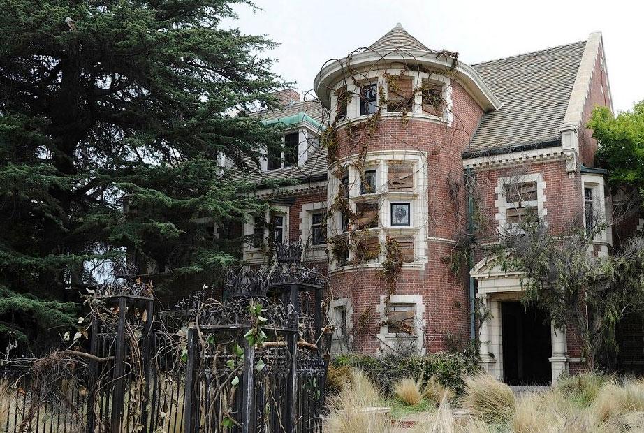 casa de american horror story murder house est. Black Bedroom Furniture Sets. Home Design Ideas
