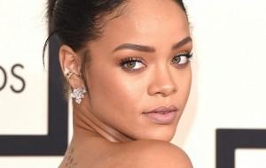 Agora é oficial! Rihanna foi confirmada como uma das atrações do Grammy 2016