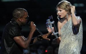 """Parece que Taylor Swift não autorizou que Kanye West a mencionasse em """"Famous"""""""