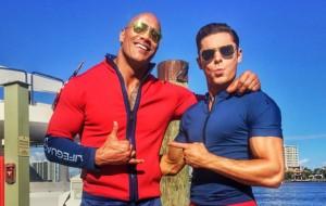 """Zac Efron e Dwayne Johnson postam fotos no set do remake de """"Baywatch"""""""