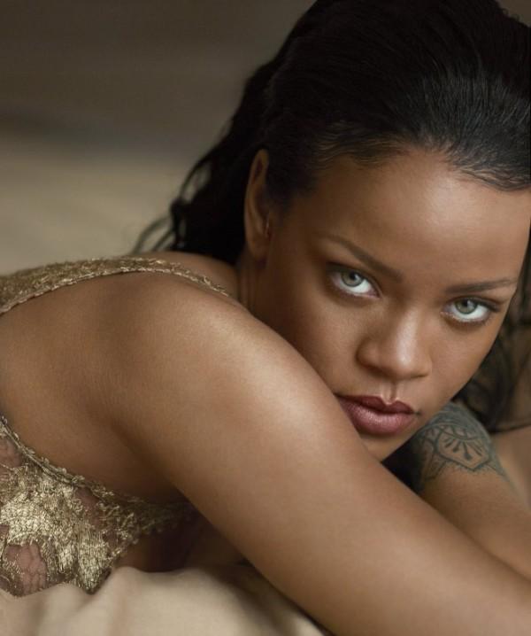 Rihanna-Vogue_abril (1)