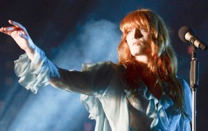 Florence and the Machine faz de show uma obra de arte sobre amor no Lollapalooza
