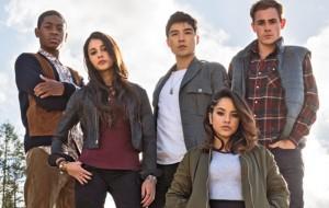 """""""Power Rangers"""": veja a primeira foto do elenco do novo filme reunido"""