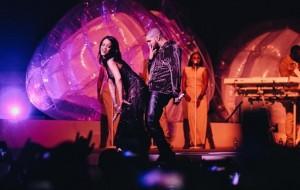"Rihanna chama Drake ao palco da sua nova turnê para cantar ""Work"" e ""Jumpman"""