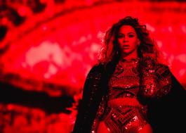 """Beyoncé inicia a """"Formation Tour"""" com mega show e homenagem a Prince"""