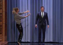 [Vídeo] Gisele Bündchen ensina o apresentador Jimmy Fallon a desfilar