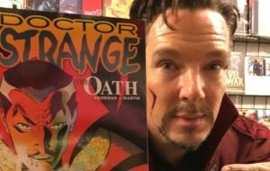 Benedict Cumberbatch visita loja de quadrinhos vestido como o Doutor Estranho