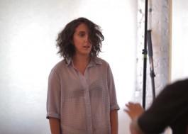 """Jout Jout faz a modelo e fala sobre feminismo: """"quando você descobre, presta mais atenção ao seu redor"""""""