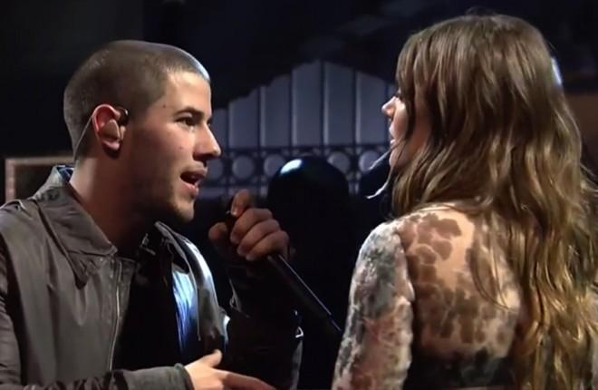 nick-jonas-tove-lo-saturday-night-live