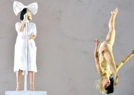 Sia chama Maddie Ziegler e Kristen Wiig e canta seus grandes hits em show no Coachella