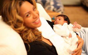 Vários momentos fofos da Beyoncé com a Blue Ivy em homenagem a todas as mamães