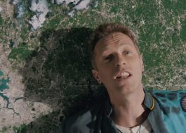 "Coldplay brinca com o surrealismo no clipe ""Up & Up"""