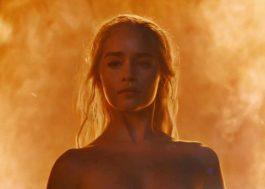 """Emilia Clarke assistiu episódio de """"Game of Thrones"""" em que apareceu nua com seus pais"""