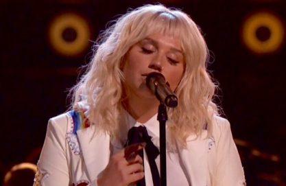 Kesha emociona com cover de Bob Dylan
