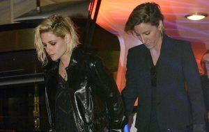 Kristen Stewart aparece de mãos dadas com ex-namorada e tem filme vaiado em Cannes