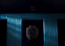 """Você nunca mais vai brincar de chamar a """"Loira do Banheiro"""" depois de ver esse curta-metragem…"""