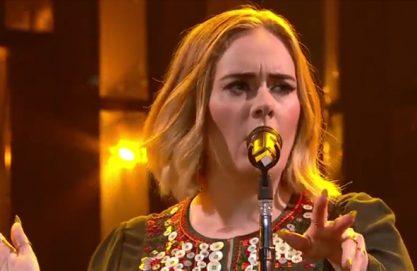 Adele encanta Glastonbury