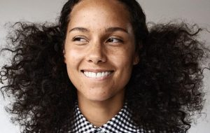 Alicia Keys para de usar maquiagem por motivos empoderadores