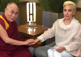[Vídeo] Lady Gaga se encontra com Dalai Lama para discutir sobre compaixão e paz