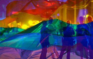 Madonna, Gaga, Ricky Martin, Ariana, Xavier Dolan e outros falam do tiroteio na boate LGBTQ em Orlando