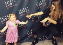 """Que fofura! Selena Gomez dança com uma pequena fã especial nos bastidores da """"Revival Tour"""""""