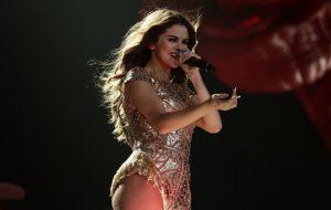 Selena Gomez vai doar parte dos lucros de show nos EUA para instituição LGBT