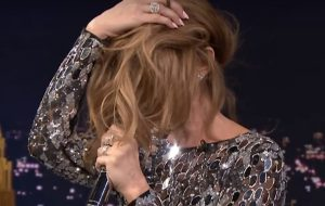 Essa é a Celine Dion imitando a Sia no Jimmy Fallon!