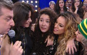 """Fifth Harmony surpreende fã e canta hits no """"Caldeirão do Huck"""""""
