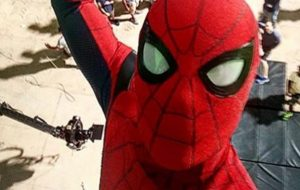 """Tom Holland anuncia o fim das gravações de """"Spider-Man: Homecoming"""""""