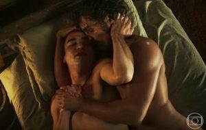 """Precisamos falar da cena de amor linda entre Caio Blat e Ricardo Pereira na novela """"Liberdade, Liberdade"""""""