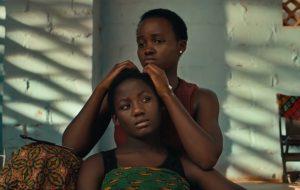"""Lupita Nyong'o numa história emocionante no trailer de """"Rainha de Katwe"""", novo filme da Disney"""