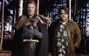 """Ned Stark de volta? Sean Bean zoa seu personagem de """"GoT"""" em nova série de comédia"""