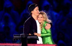 """DJ Kygo e Julia Michaels cantam """"Carry Me"""" e lançam canal das Olimpíadas durante encerramento"""