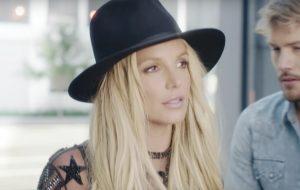 Britney Spears diz que toparia se apresentar no Super Bowl e fala sobre nudes do Justin Bieber