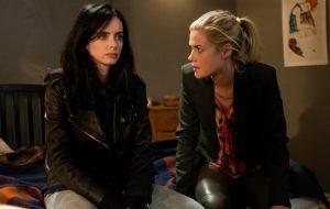"""Produtora de """"Jessica Jones"""" acha incrível os fãs shipparem romance entre Jessica e Trish"""