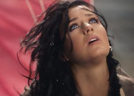 """5 vezes que a Katy Perry venceu a morte no clipe incrível de """"Rise"""""""