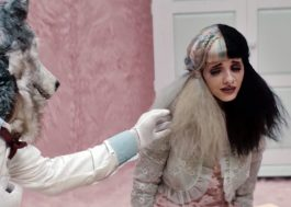 "Melanie Martinez traz temas sérios no clipe duplo de ""Tag, You're It"" e ""Milk and Cookies"""