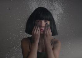 Sia prepara surpresa e divulga prévia de vídeo novo