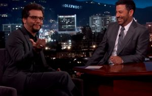 """Wagner Moura fala ao Jimmy Kimmel sobre """"Narcos"""", Olimpíadas do Rio e explica foto vestido de mulher"""
