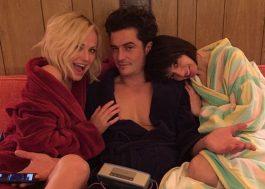 Orlando Bloom aparece safadinho em cena de sexo a três na nova série da Netflix
