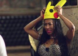 """Inês Brasil se disfarça de Pikachu para o crush capturá-la no clipe de """"Undererê"""""""